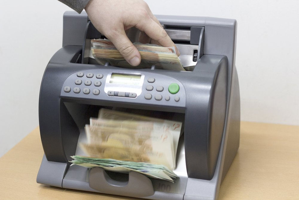 using-cash-counting-machine-for-small-business-2