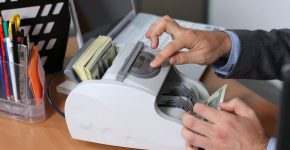 using-cash-counting-machine-for-small-business