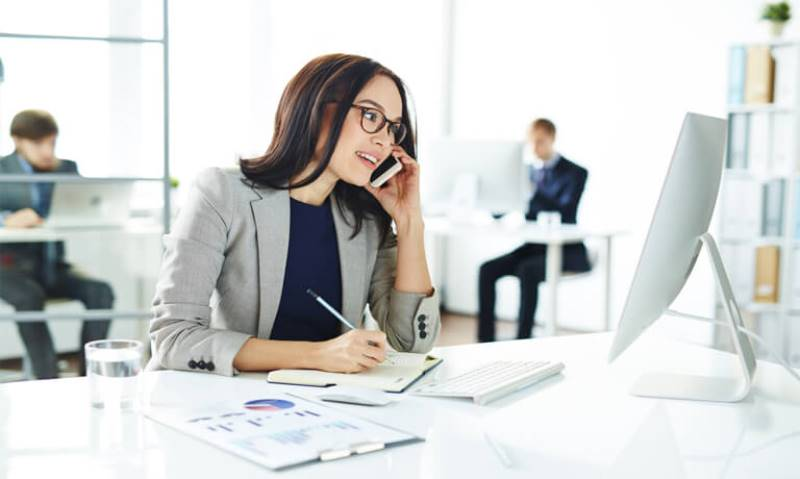 qualities of an office administrator